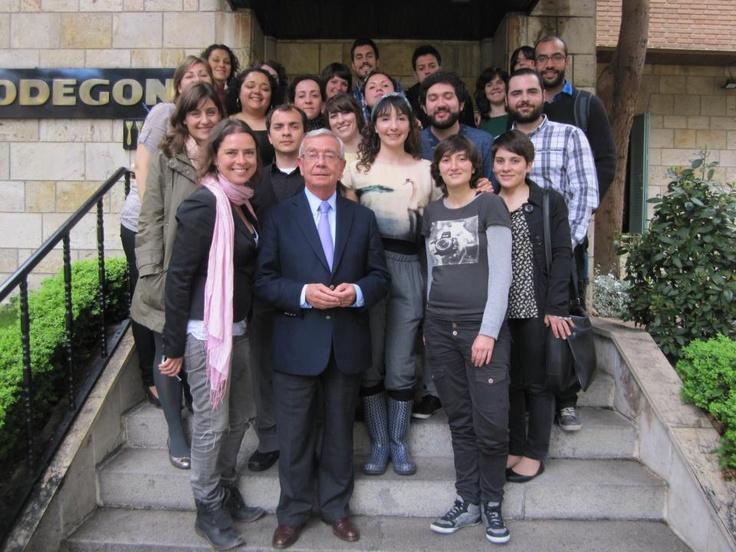 III promoción junto a Rafael Ansón, presidente de la Real Academia de Gastronomía, y Yanet Acosta, profesora y gastroperiodista. Mayo de 2012, restaurante El Bodegón (Madrid).