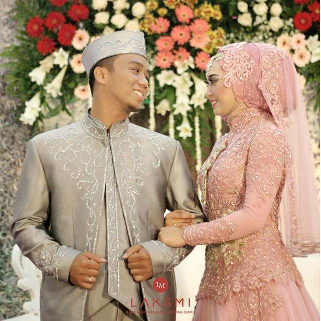 Kau mengubah segala ketakutanku menjadi beraniku Kau mengajarkan bahwa kesabaran itu perlu bila sesuatu yang ditunggu adalah seindah kamu Terimakasih telah memilihku menjadi pengantinmu :)