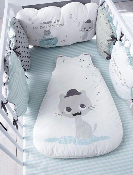 Rassurez et entourez bébé de douceur et de bien-être avec ce tour de lit composé…