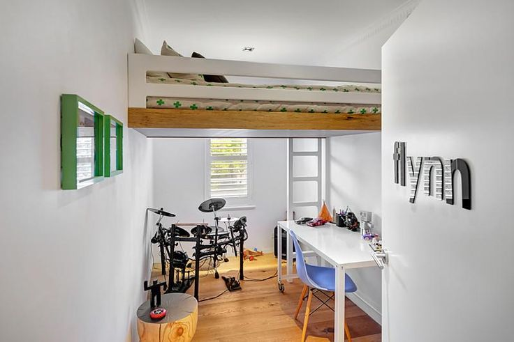 Loft bedroom : 5/119 Victoria Road, Hawthorn East