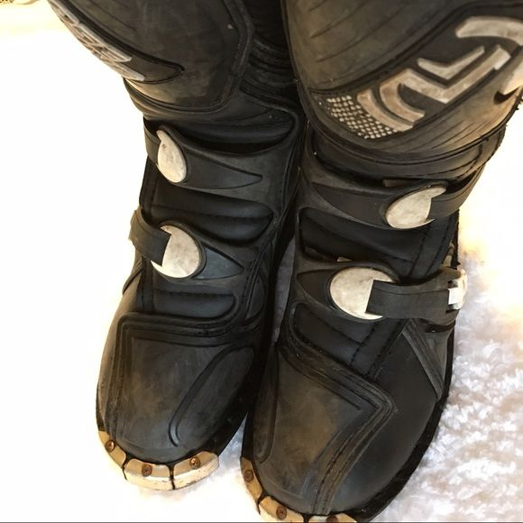Youth dirt bike/moto boots size 2. Moose Racing youth dirt bike boots size 2. These have been worn - they look a bit dirty, but they're in good condition. My son grew out of them so they must go! Shoes Combat & Moto Boots