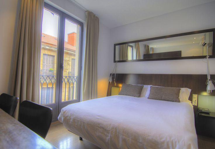 Las habitaciones dobles del Hotel Petit Palace Arana resultan magníficas para alojarse en pareja en Bilbao. Son acogedoras y tranquilas con cama de matrimonio, baño con ducha hidromasaje, iPad bajo petición, wifi gratis