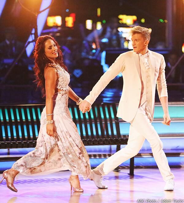 Cody Simpson (@Hannah Rose) serenaded viewers before dancing with @Real Sharna Burgess on #DWTS http://otrc.la/CodyDWTSWk4Pics pic.twitter.com/dIywPSsGXz