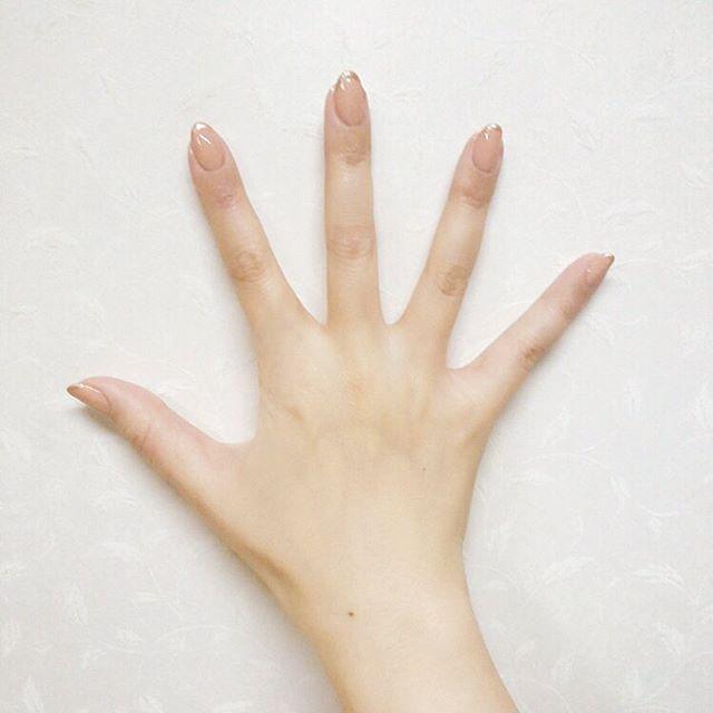 nude × metalic rose gold 🤚  塗るの苦手なヌードカラー。爪先の欠けやすい部分をメタリックのフレンチラインで補強しました。  #simpleisthebest #nailstagram #instanails #manicure #nailcolor #naillacquer #nofilter #instabeauty #beauty #nails #notd #beige #nude #frenchnails #lfl #l4l #flf #f4f #followme  #ネイル #マニキュア #自爪派 #セルフネイル #ベージュネイル #ヌードネイル #ワンカラー #フレンチネイル #日常ネイル #大人ネイル #シンプルネイル
