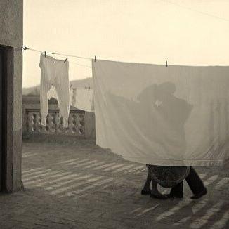 """Reto 11. Referencias visuales sobre el pictorialismo.  Fotografía de los inicios, enmarcados en la corriente pictorialista, del fotógrafo Antonio Arissa. """"El beso"""" #PU0911 #RetoVisual0911 #CosasDePubli"""