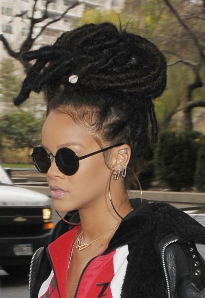 Rihanna out and about in NYC (Dec. 7)