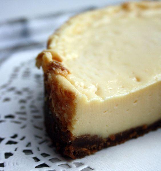 Détrompezvous, ce dessert n'est pas un flan, ni un cheesecake ! Bonjour les amis, j'espère que vous allez bien et que vous êtes prêts à commencer une nouvelle semaine ! En tout cas, l…