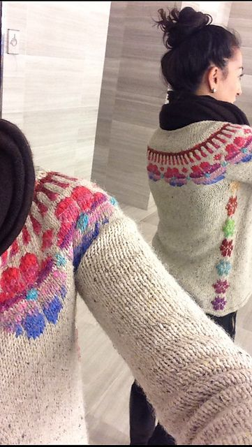 Knitting loveliness! Ravelry: AnnaGoddessKnits' Couronne could you do something quite 'modern' in greys with disappearing rows of fair isle? to wear with short baggy grey paris trousers?