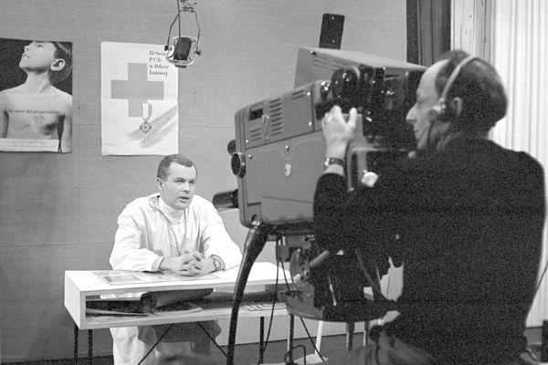 Porady lekarzy specjalistów to również temat tak stary, jak telewizja (1960) Fot. Zygmunt Januszewski
