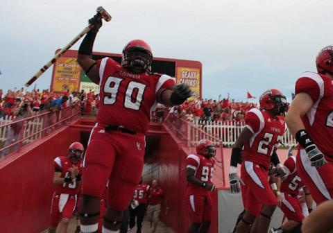 Ragin Cajun football team running out and amped for victory!