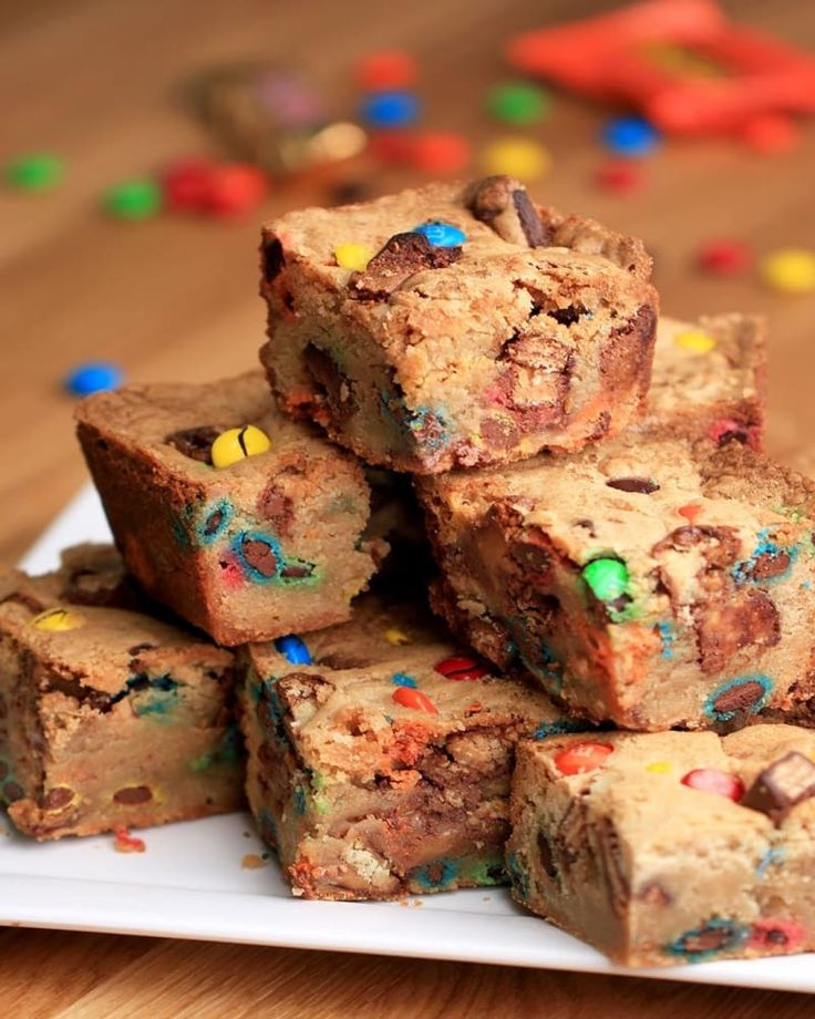 Make These Halloween Candy Cookie Bars With Your Leftover Candy