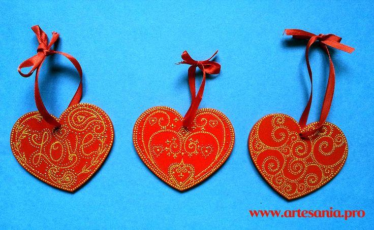 Сердечки-валентинки из дерева, украшенные точечной росписью. Романтичный подарок любимому человеку! Возможна покраска в любой цвет, дополнение именем или любым другим словом.
