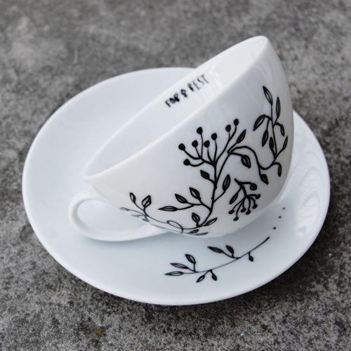Filiżanka Czarny bez, seria: FLORA; Projektant: For Rest; Wartość: 40 zł; Poczucie dobrego smaku: bezcenne. Powyższy materiał nie stanowi oferty handlowej