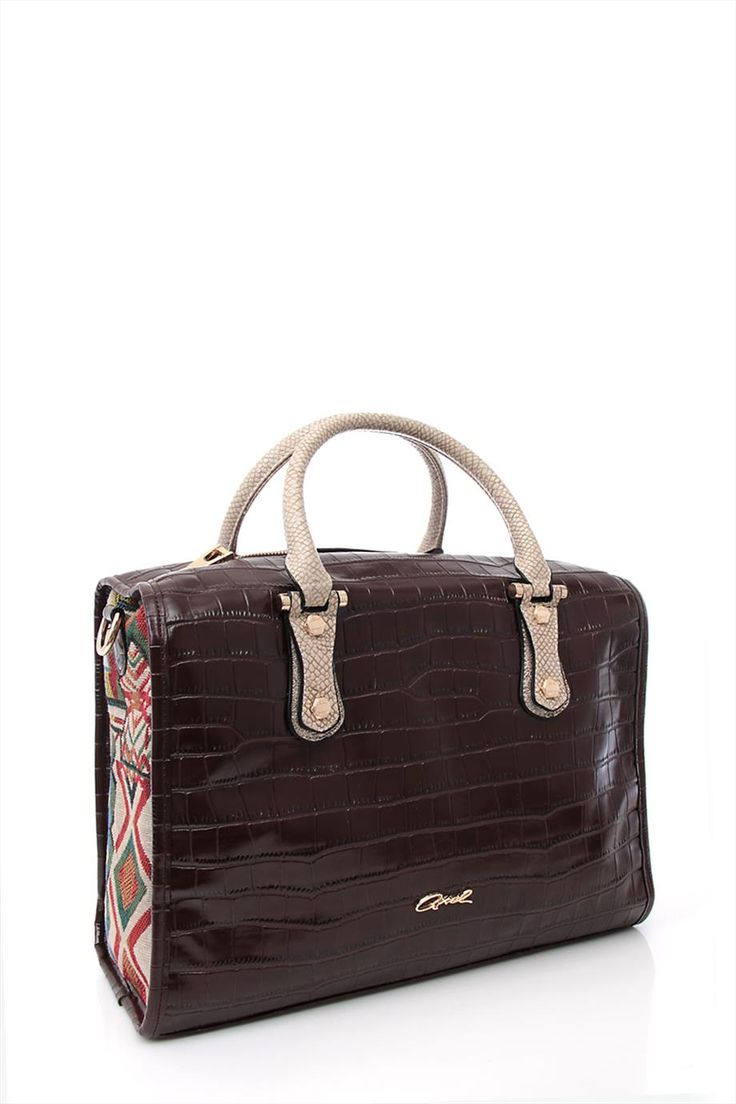 Professional bag w/metal details on the handle by axel