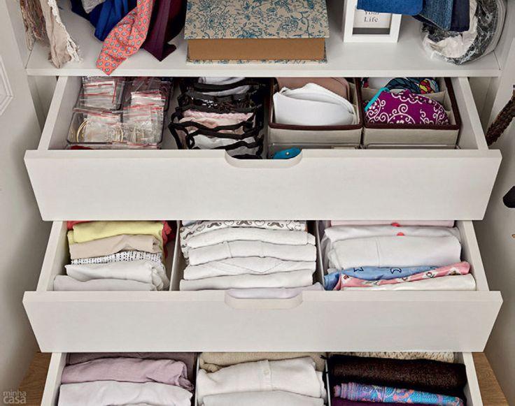 Organizar as peças de maneira vertical utiliza melhor o espaço.