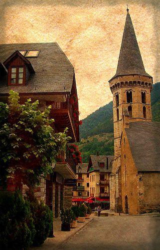 apunta al Cel    Vielha, Val d'Aran, l'església major