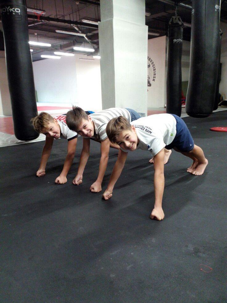 😉😉😉Старая добрая планка. А что вы делаете во время тренировки? #бойкоспорт #бокс #кикбоксинг #mma #мма #дзюдо #самбо