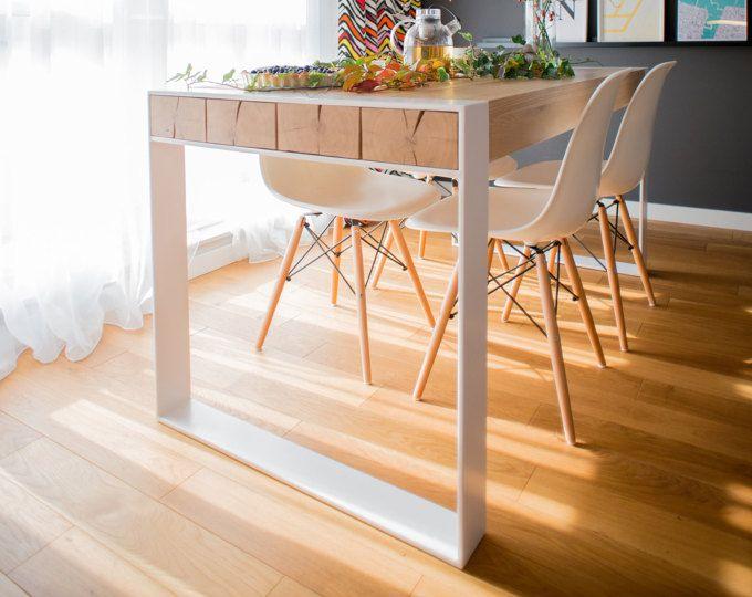 PEUPLIER FAUX-TREMBLE. Chêne massif et acier table à manger. Fait à la main