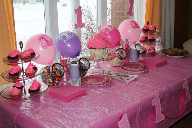 Bar à bonbons pour un premier anniversaire de petite fille - Candy bar for a little girl's first birthday - http://facebook.com/LesDoucesEtoiles - #quebec #candybar