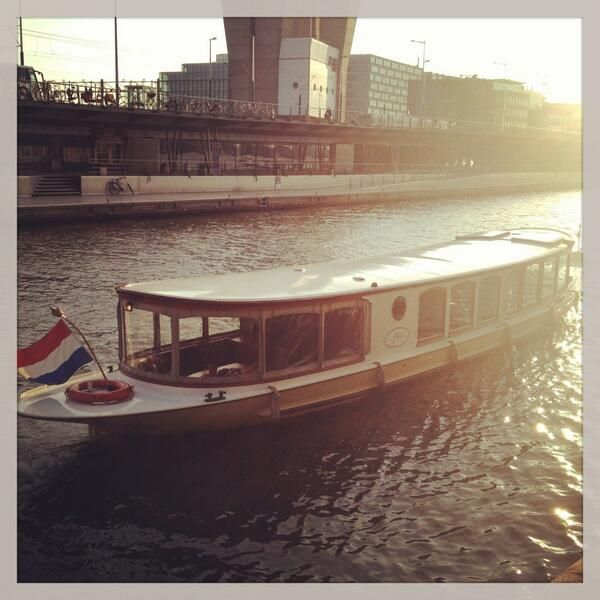 ".@dinnercruise: ""Perfect weather for a #runningdinner with salon boat and restaurant @vijffvlieghen"" #DinnerCruise #Amsterdam #KrasEvents #EventsinBusiness"