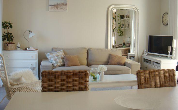 Dans sa #maison, Christelle a choisi une palette de #couleurs douces et claires pour en faire un foyer chaleureux et accueillant. Découvrez sa #déco ici : http://www.ikeafamilylivemagazine.com/fr/fr/article/43494 #IKEA #IKEAFamily #décoration #déco #homedeco #design #scandinave #cosy #salon #indoor