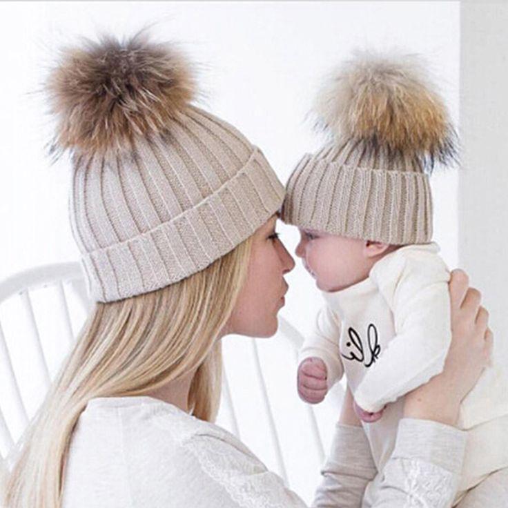 Maman et Bébé Belle Hiver Enfants Tricoté Pompon Faux Fourrure De Raton Laveur chapeaux Beanie Cap Maman Bébé Enfants Enfants Correspondant Chapeaux D'hiver Cap