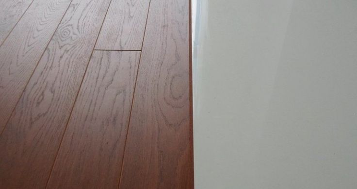 Podłoga dębowa Scheucher Parkett olejowana na kolor Merbau. Selekcja Natur z czterostronnym fazowaniem.