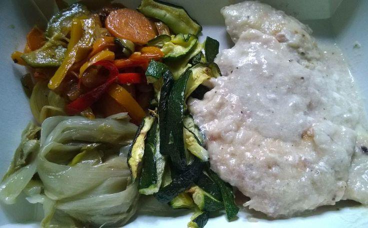 petto di pollo al latte e verdure miste saltate in padella