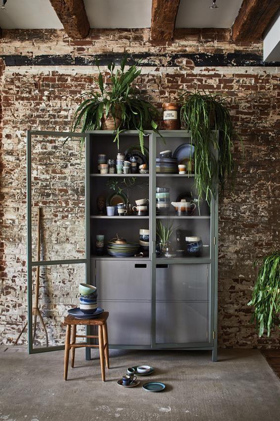 Groene vitrinekast voor je mooiste servies - bekijk en koop de producten van dit beeld op shopinstijl.nl