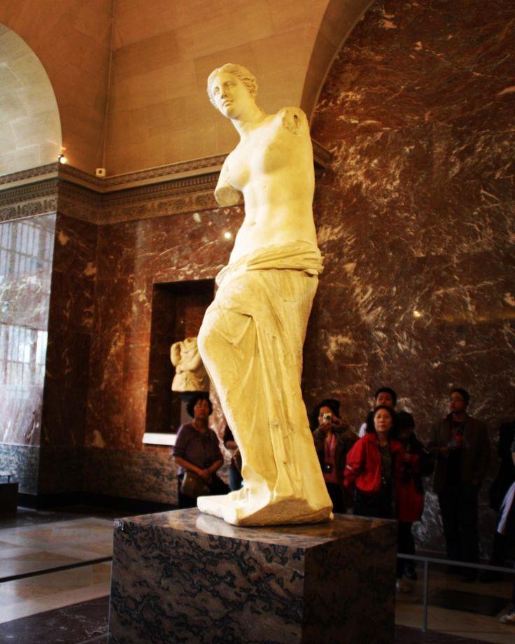 ✈︎ Apr.28.2011 フランス旅行���� パリ -Paris- ルーヴル美術館✨-ミロのヴィーナス- 高校の美術室にあったよなぁ~w! ✤ #french  #フランス  #フランス旅行  #夫婦旅  #パリ  #Paris  #ルーヴル美術館  #louvre  #ミロのヴィーナス  #venus  #instadaily  #instagood  #instatravel  #旅好きな人と繋がりたい  #旅行好きな人と繋がりたい  #旅行  #海外旅行  #travel  #写真好きな人と繋がりたい  #写真撮ってる人と繋がりたい  #写真を撮るのが好きな人と繋がりたい  #カメラ女子  #写真  #trip  #トリップ http://tipsrazzi.com/ipost/1518133456973755647/?code=BURflXwjnT_