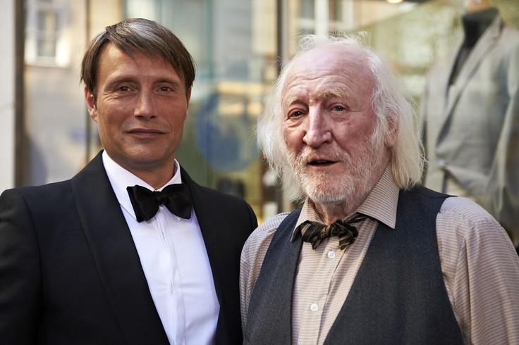 Snimanju Move On filma u Beču priključio se i poznati austrijski glumac Karl Merkatz kojeg ćemo gledati u ulozi prodavača knjiga Antona.