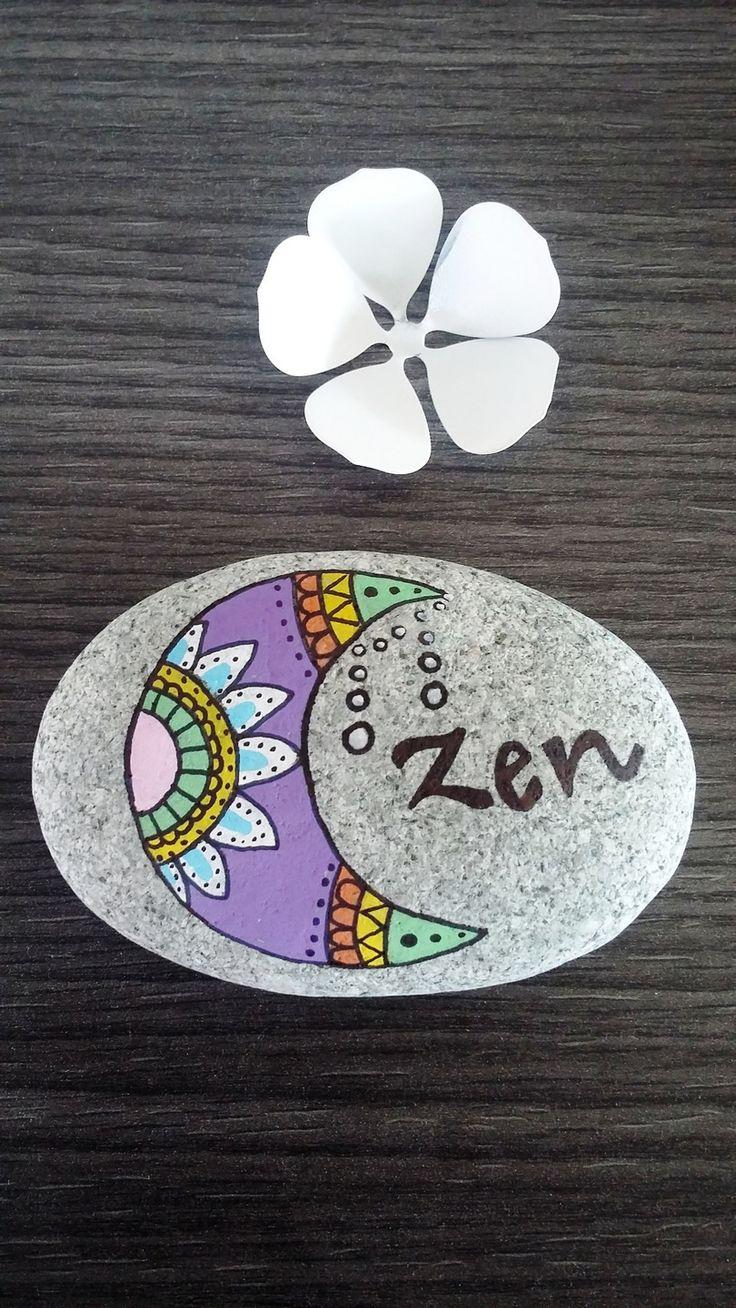 Galet peint  la main lune zen Accessoires de maison par stefe reve
