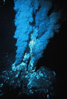 Fuente o respiradero hidrotermal. P. Rona,  NOAA