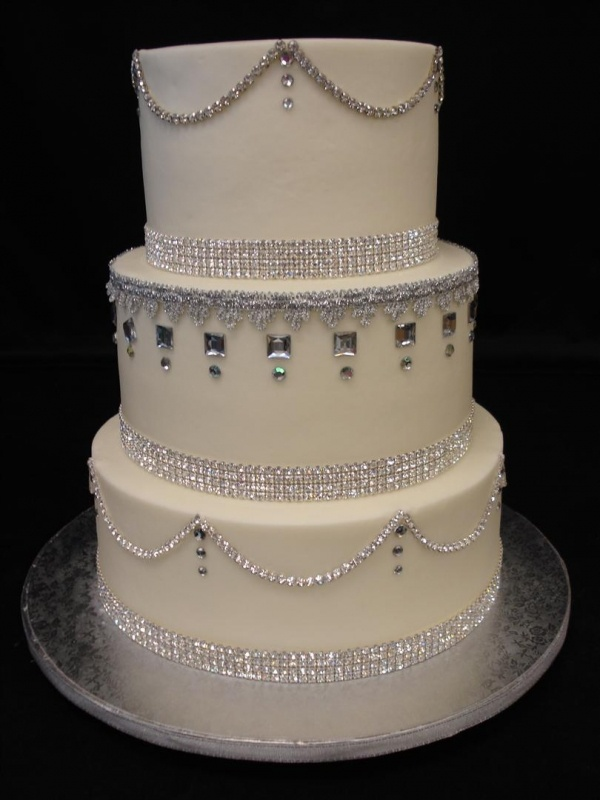 bling wedding cakes pictures 1000 images about bling tacular weddings on 11932