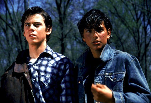Still of C. Thomas Howell and Ralph Macchio in The Outsiders