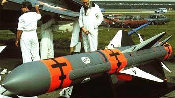 Sea Eagle  Longitud m   Diámetro, m   Peso   envergadura, m   Alcance máximo, km   la velocidad de vuelo, M   sistema de guía   CU   motor   portador4,10   0,40   600-730   1,20   110   0,9-1,0   INS + ARGSN   230 kg polubroneboynaya   TRD TRI-60 I-   Buccaneer, Sea Harrier, Tornado GR. Mk1, Tornado GR. Mk4, Jaguar, Sea King, A -36M