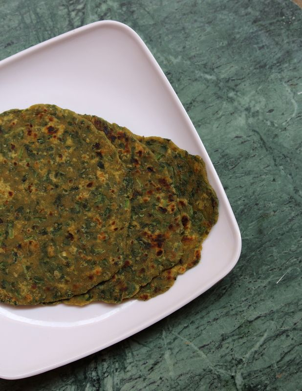 Palak Roti Recipe is a simple and healthy roti recipe made with spinach leaves and wheat flour/atta.