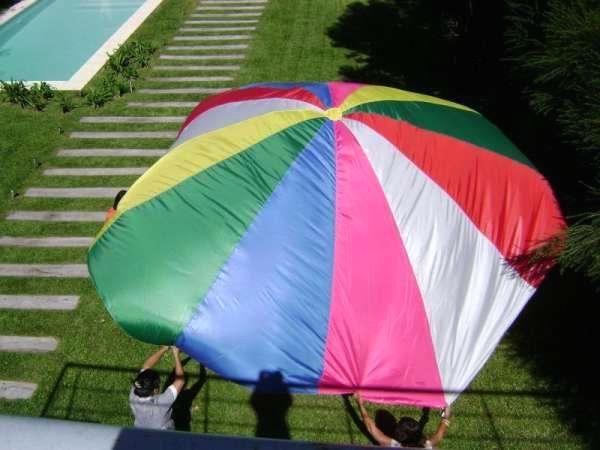 Paracaídas . juegos para animaciones, escuelas Paracaídas en tela de avión, centro con velcro. Túnel en tela impermeable, pantalón de payaso ... http://olivos.evisos.com.ar/paracaidas-juegos-didacticos-para-ninos-ke-divertido-id-700066