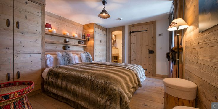 Schlafzimmer im Alpenstil mit Altholz im Luxus Chalet - ideen schlafzimmer einrichtung stil chalet