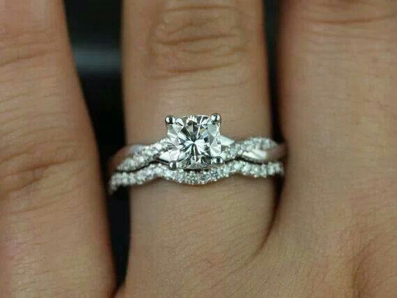I like that the wedding band is like a puzzle piece and fits with the grooves!