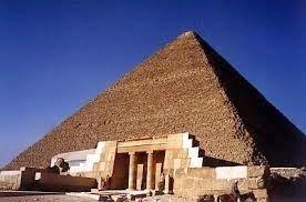 Fakta ! Misteri Bangunan Piramida Mesir ; Sebuah Teknik Bangunan yang Luar Biasa  Misteri Bangunan Piramida Mesir - Piramida raksasa Mesir merupakan salah satu dari tujuh keajaiban dunia saat ini sejak dulu dipandang sebagai bangunan yang misterius dan  megah oleh orang-orang. Namun meskipun telah berlalu berapa tahun lamanya setelah sarjana dan ahli menggunakan sejumlah besar alat peneliti yang akurat dan canggih masih belum diketahui siapakah sebenarnya yang telah membuat bangunan raksasa…