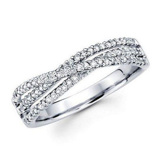 twist wedding bands / http://www.himisspuff.com/wedding-bands-for-women/4/