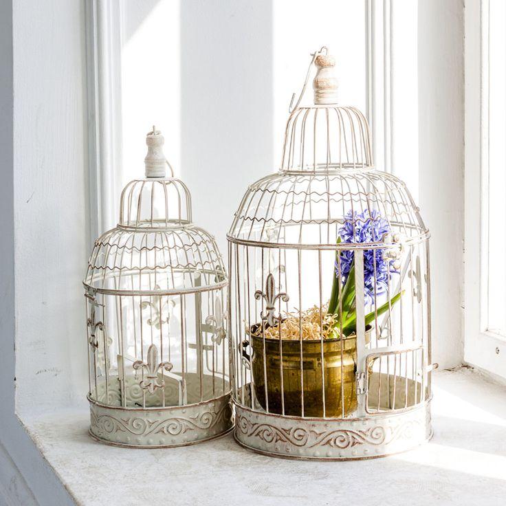 Клетки «Флёр де лиз» можно подвесить к потолку или нише, а можно поставить на столик или камин, украсив живыми цветами, причудливой посудой, свечами и прочими любимыми вещицами. Даже небольшой предмет способен задать интерьеру превосходство и стиль. #клетка, #декор, #интерьер, #прованс, #французскийстиль, #decorativecage, #cage, #provence, #decor, #interior, #frenchstyle, #objectmechty