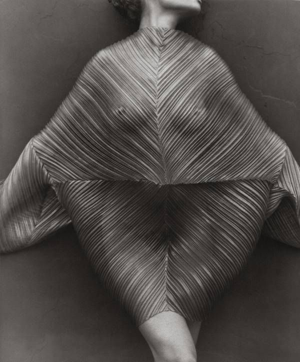 Herb Ritts, Wrapped Torso, Los Angeles, 1989. #photography #fashion http://www.artandantiquesmag.com/category/photography/