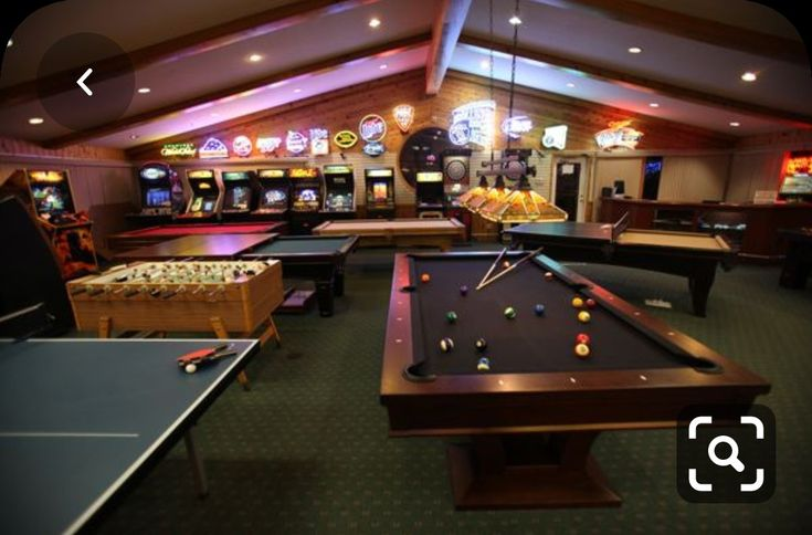 Decorate your house game decorate your house game nice game room decorating Billard Design, Arcade Room, Game Room Basement, Garage Game Rooms, Game Room Bar, Home Cinema Room, Shuffleboard Table, Man Cave Room, House Games