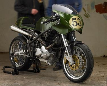 Laverda 650 + Norton = Ala'verda (custom hybrid Italian/Brit cafe racer).