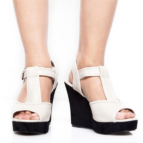 Eight Shoes - Minna Beige T Wedges - Rp. 239.500
