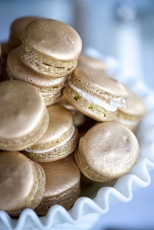 what if we have these in the winners' swag bags. One of the ladies at the club can make macaroons.....it could look totally professional! The Mischief Maker Cakes Blog | Gold Macarons