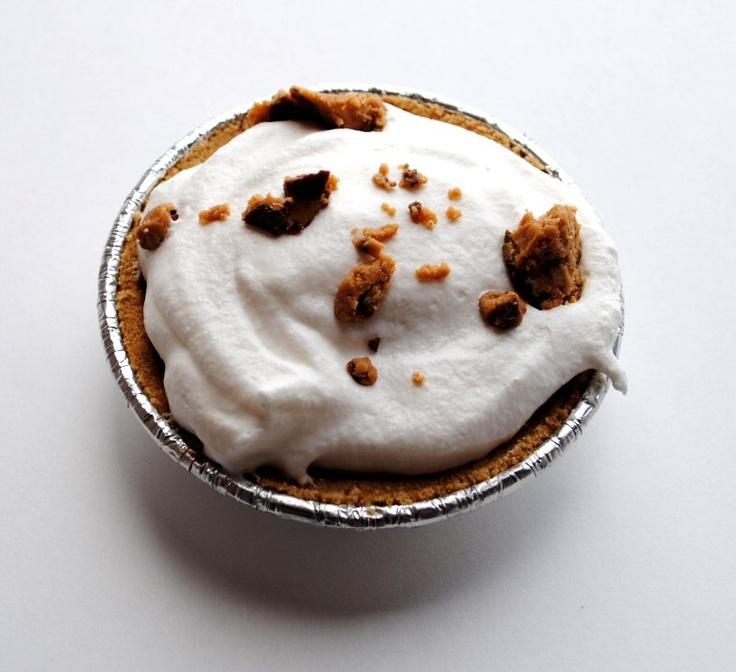 mini pies: Minis Pies, Minis Dog Qu, Desserts Noms, Easy Peanut, Happy, Pi Day, Butter Pies, Mini Pies, Peanut Butter