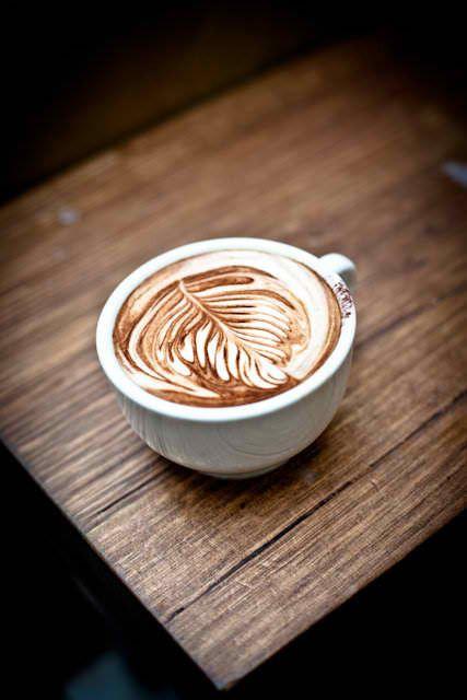 latte arte, de perfecte cappucino met een kunstwerkje in het schuim